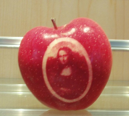stencilled-apple