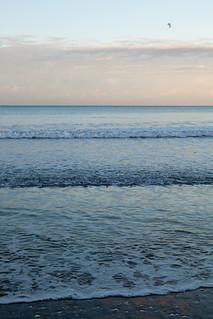 Изображение на Long Bay Beach. sunset newzealand cloud sun beach water auckland nzl aucklandcity longbay aucklandregion longbayregionalpark northshorecity