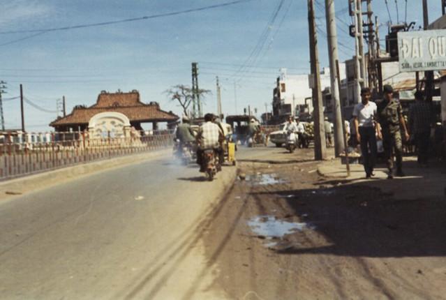 đường Võ Tánh (nay là Hoàng Văn Thụ) thẳng phía trước Lăng Cha Cả