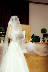 quinceaã±era(0.0), bride(1.0), veil(1.0), bridal clothing(1.0), bridal veil(1.0), flower(1.0), gown(1.0), clothing(1.0), wedding(1.0), woman(1.0), wedding dress(1.0), pink(1.0), dress(1.0), ceremony(1.0),