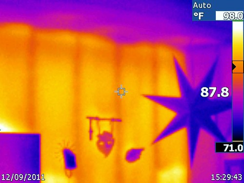 IR003301 Master BR 851 Marymount LN infrared home energy audit Claremont, CA20 2011-12-09