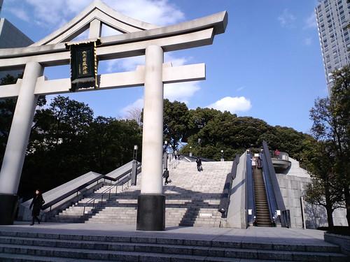 日枝神社に何時の間にかエスカレーターが!