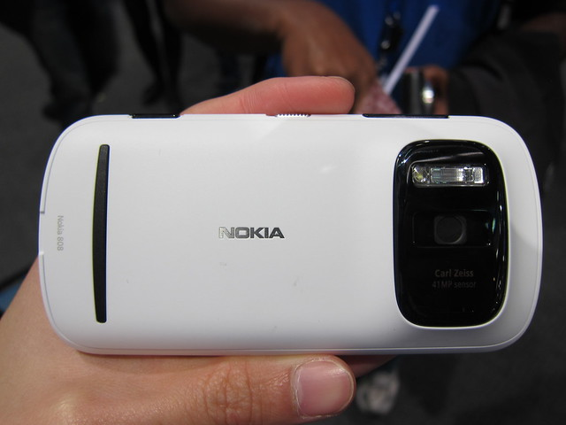 Nokia 808 PureView - Back View