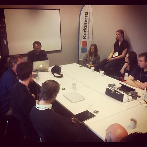 Diskussioner om Responsive design med bland andra @jnystromdesign och @annika #webcoast #RWD