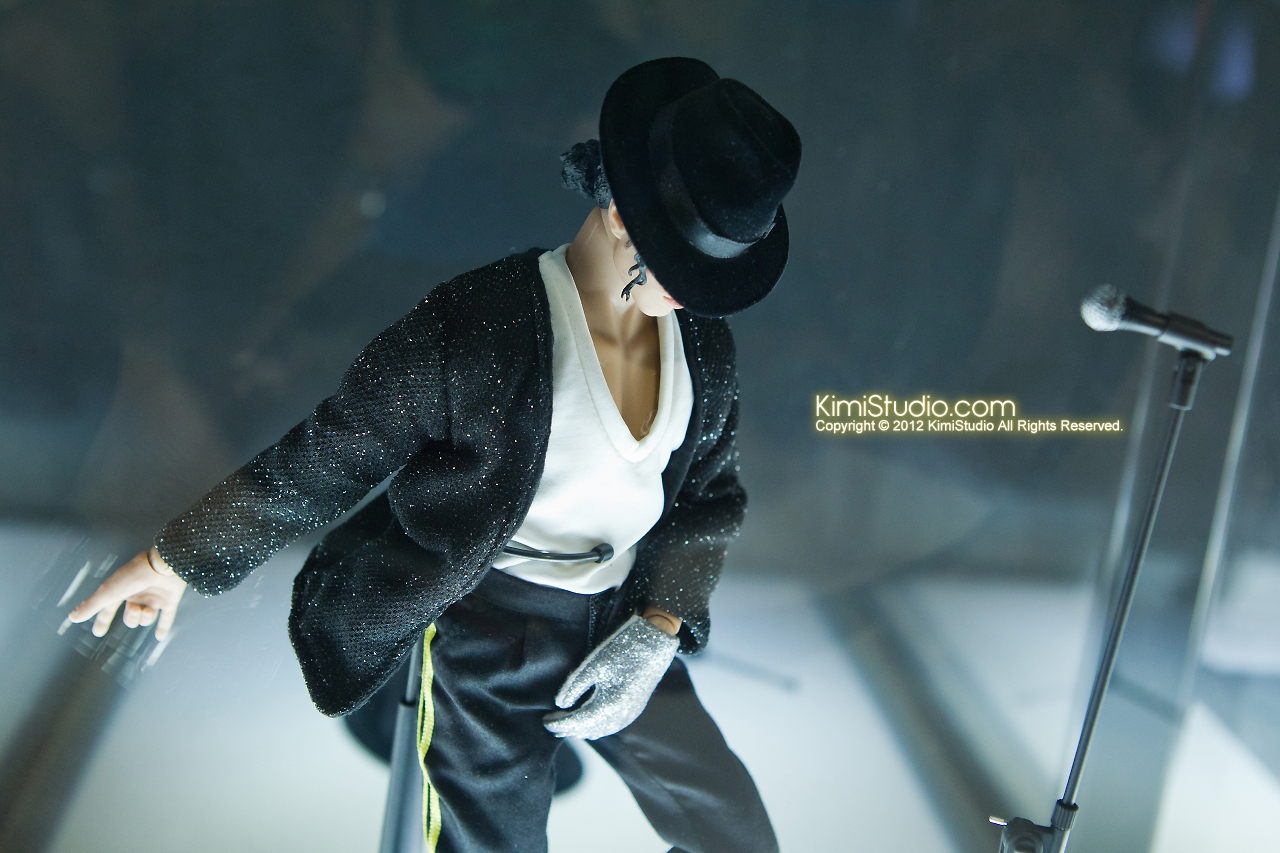 2011.11.12 HOT TOYS-038