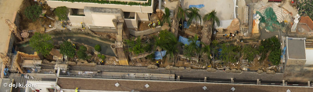 Lazy river theming