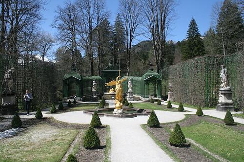 Linker Seitengarten - Schloß Linderhof