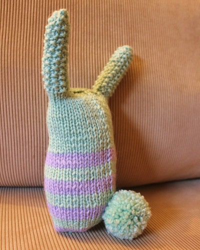 knitted bunny - back