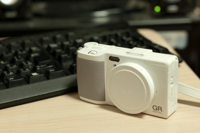 白カメラ2号