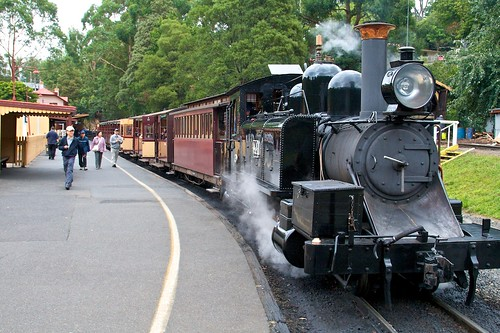 Puffing Billy at station