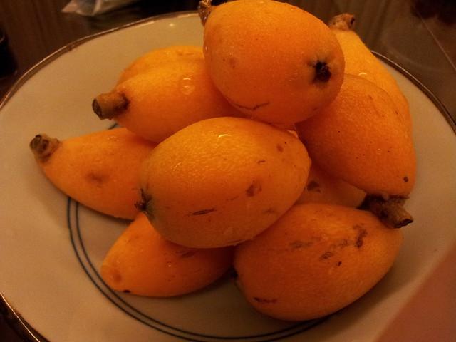 20120308 很陌生的水果  謝謝大王讓我這輩子第一次吃到枇杷  孩子們也愛還搶著吃。