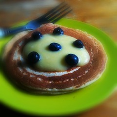 Pancake with lemon curd and blueberry
