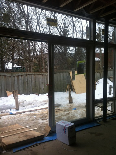 windows in dining room, looking out to deck