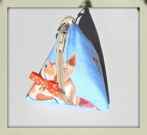 Bolsa Triangular gatinhos by Fuxiquices-da-isa