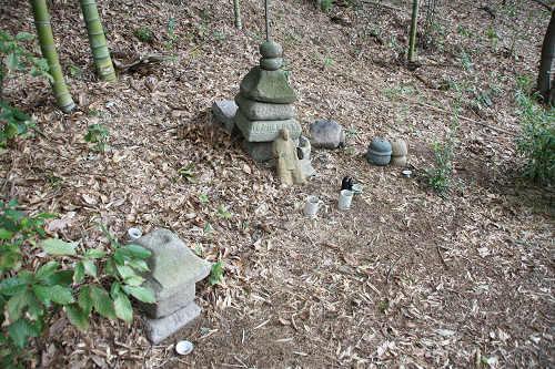 私邸跡にひっそり祀られる『伝有間皇子の墓』@生駒市