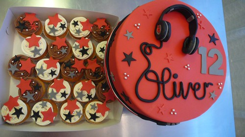 Beats by Dr. Dre Headphone Cake by CAKE Amsterdam - Cakes by ZOBOT