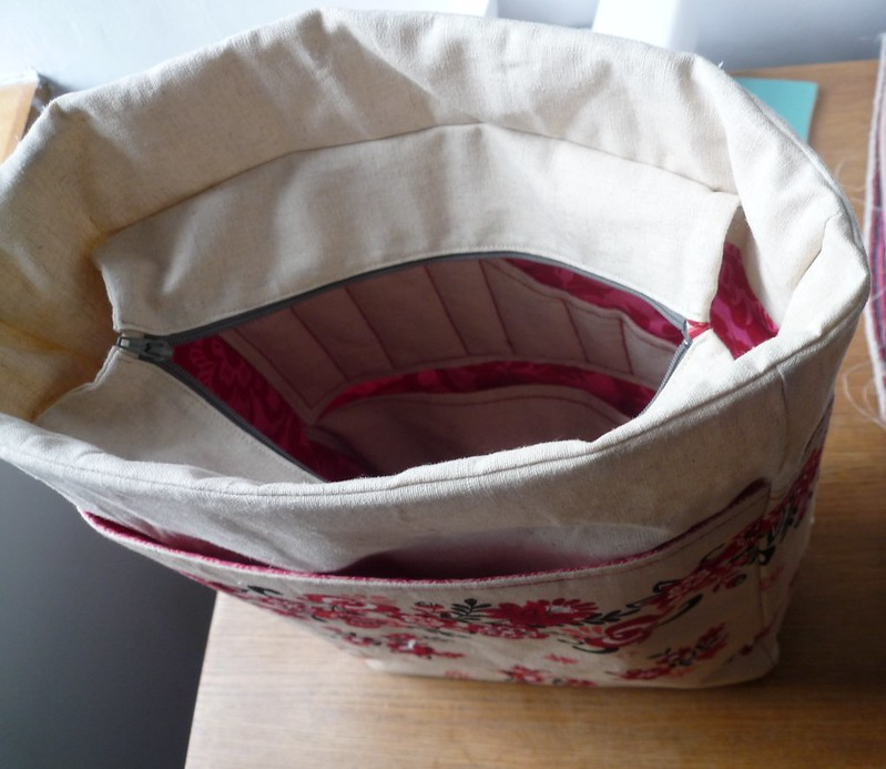 Knitting bag interior pockets