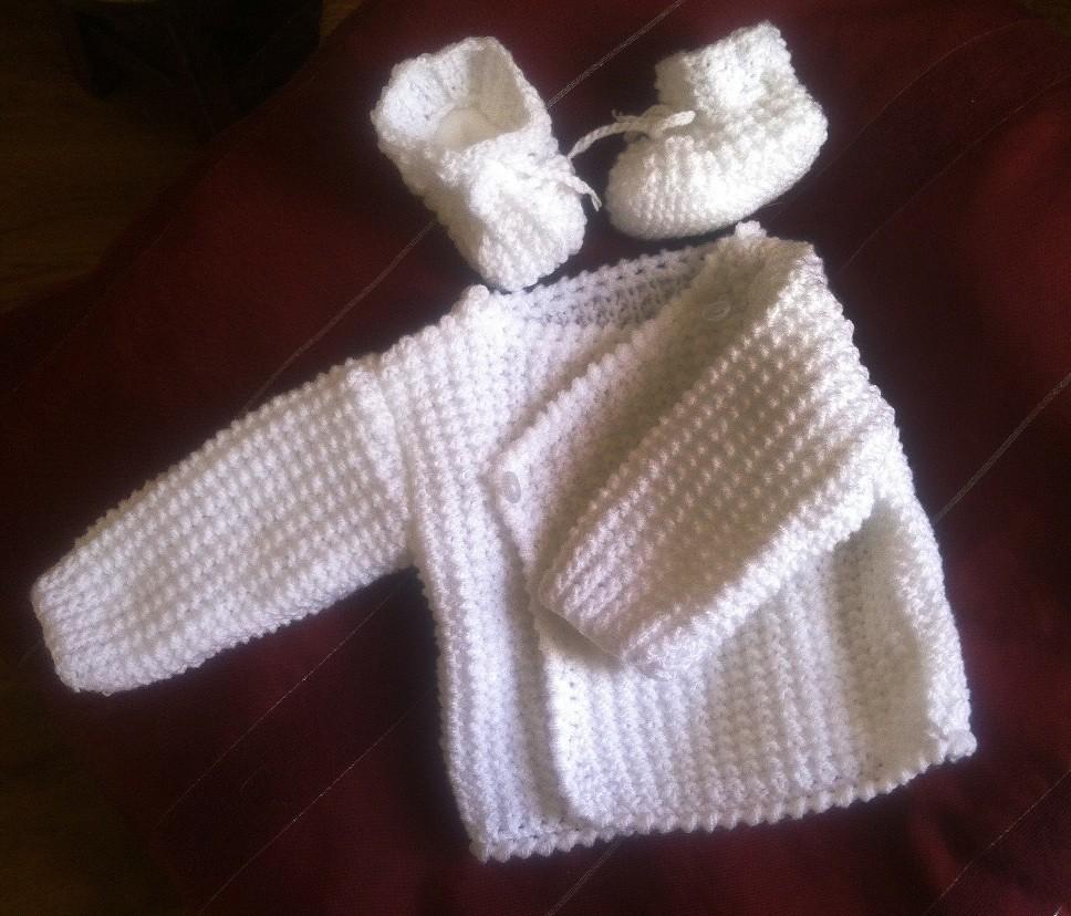 709683ee1c4 Brassière naissance en laine tuto tricot brassiere bébé facile
