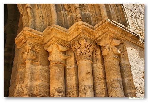 Capitéis do portal sul de Santa Clara-a-Velha by VRfoto
