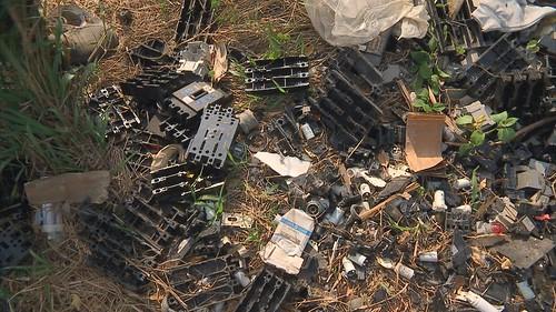 環保署近年著手修改有害事業廢棄物的管理標準,企圖將12項廢五金改列為一般事業廢棄物,使其可以合法進口。圖片來源:我們的島〈進口五金救經濟〉