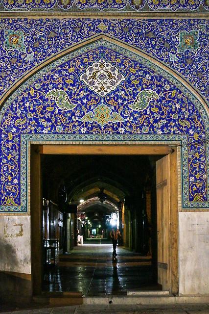 Beautiful entrance of bazaar at night, Isfahan イスファハン、美しいバザール入口のタイル装飾