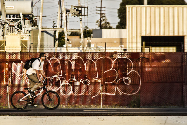 Bicyclist on Rio San Gabriel bike path