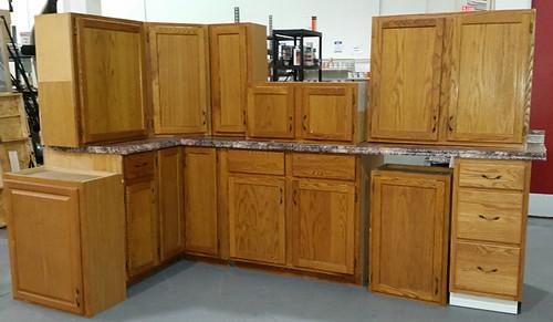 Kitchen Cabinet Set $575