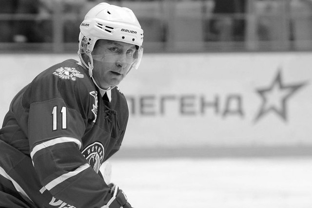 160510_RUS_Putin_Ice_hockey_player_BW_6x9