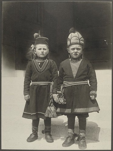 Lapland Children at Ellis Island. Barn fra Lapland på Ellis Island NYC, USA Digital ID: 418037. Sherman, Augustus F. (Augustus Francis) -- Photographer. [ca. 1906-1914]