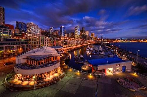 seattle marina belltown pacificnorthwest hdr elliotbay pier66 seattlewaterfront anthonysrestaurant wasingtonstate canonrebelxsi seattlehdr fresnatic photoshopcs5 seattlebluehour