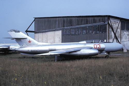 03r Yak-25