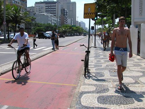 Vereda y ciclovía de Ipanema by Miradas Compartidas