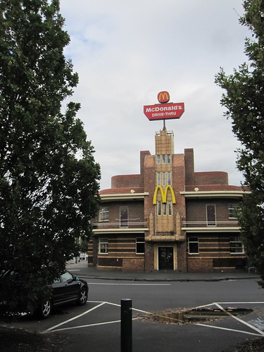 Opposites: hotel reused as fast food outlet 52/9/1 by Collingwood Historical Society