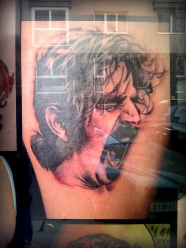 Mira mi brazo tatuado