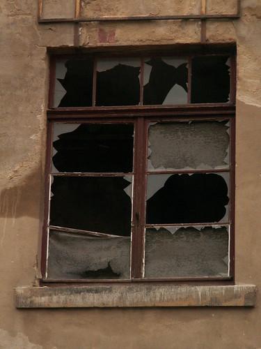 Fenster stehen leer in Dresden Friedrichstadt und es kennt mich keiner mehr 143