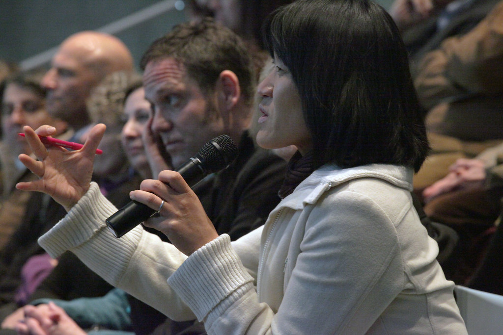 A question from the audience during the conversation with Tim Murray and William Forsythe.