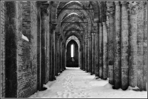 La navata laterale imbiancata - The lateral aisle under the snow