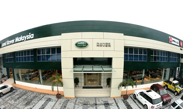 A wide-angle view of the frontage of the new Land Rover Flagship Facility