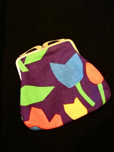 Retro floral printed fabric coin purse. CUTE!