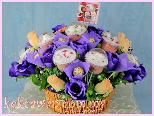Cupcakes Basket Bouquet