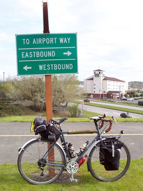 LHT and wayfinding sign, south entrance to I-205 Bridge Bike Path.