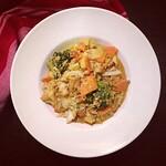 curry mit tofu, chinakohl und gemüse