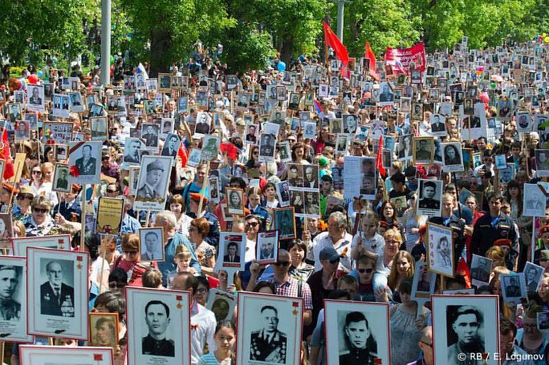 «Россия станет Великой Державой, когда мёртвые восстанут из могил и станут в один ряд с живыми». #Астрахань #9мая #победа #праздник #бессмертныйполк