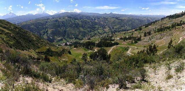 Vue sur la vallée lors de la montée vers WIlcacocha