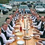 Beim beliebten, jährlichen Schlachtfest der Blaskapelle in Frankenthal mussten die Musikanten 2006 zum Essen aus dem prall gefüllten Saal schon mal auf den Parkplatz ausweichen.