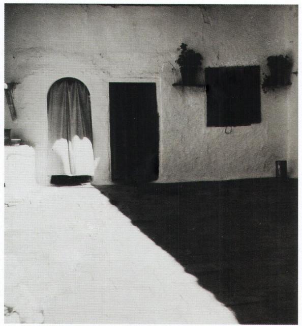 Patio del Verdadero Mesón del Sevillano en la cuesta del Carmen en 1934. Fotografía de Antoine Demilly y Théo Blanc