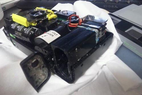 接点のカスを削ってみたけど通電しないので分解しました。プログラム機だから電池はフラッシュ用だと思うけど…