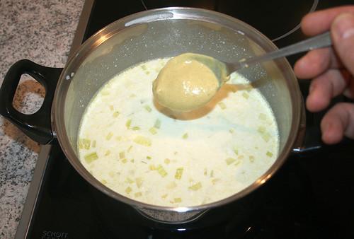 17 - Senf einrühren / mix with mustard