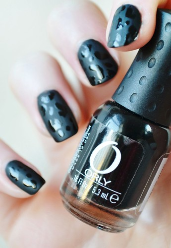 black-leopard-print-nail-art