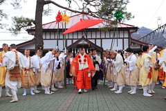 長瀞火祭り・長瀞駅から練行が始まる